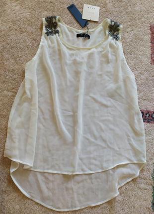 Легкая летняя белая блуза с декором vila