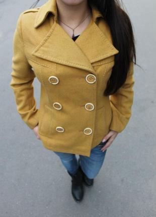 Пальто желтое натуральное новое