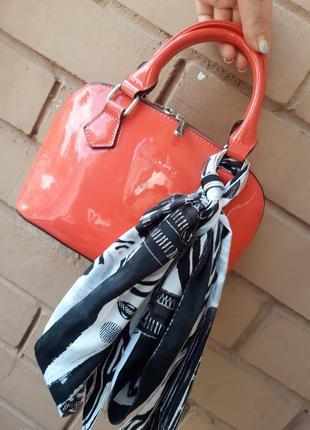 Маленькая лаковая сумочка david jones /оригинал