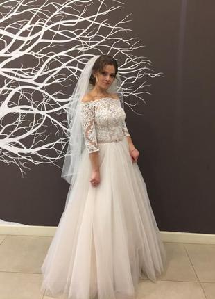 Красивое свадебное платье а-силуета в подарок под цвет платья подушечка для колец :)