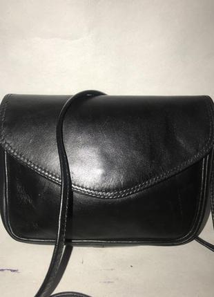 Кожаная компактная сумочка через плечо. стиль кросс боди