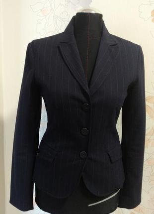 Деловой темно-синий брючный костюм италия аmy gee размер s (укр.42)