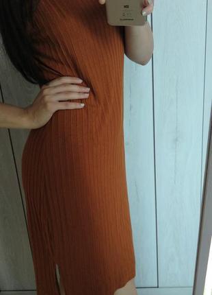 Горчичное платье в рубчик в обяжку bodyflirt