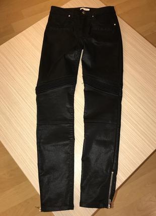 Чёрные джинсы с напылением под кожу