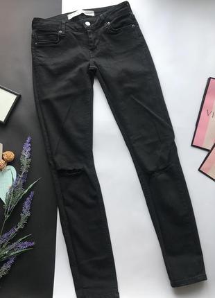 Высокие узкие чёрные джинсы с высокой посадкой скинни / skinny рваные колени