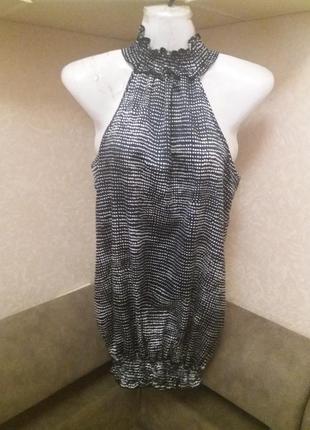 Блузка под горло с открытыми плечами    распродажа