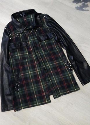 Брендовая рубашка с шипами с кожаными рукавами