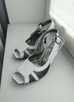 Туфли на каблуке  на узкую ножку