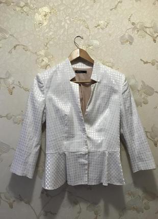 Белоснежный дизайнерский пиджак с баской от kira plastinina