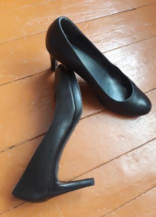 Туфлі чорні шкіряні