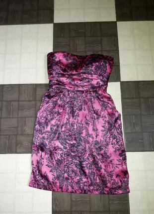 Нарядное мини платье с открытыми плечами