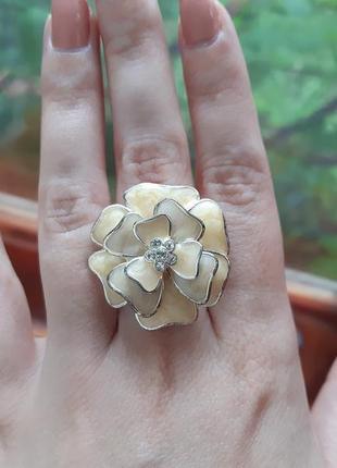 Крупное кольцо цветок эйвон