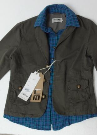 Молодёжная куртка с вшитой рубашкой защитная с металлическими пуговками.