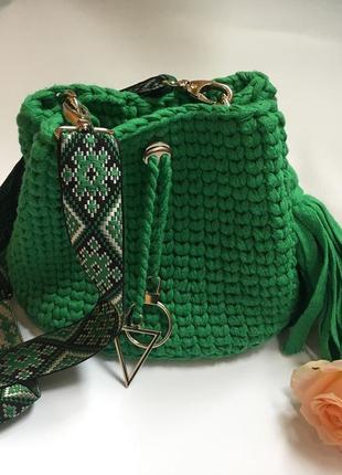 Сумочка зеленого цвета ручной работы
