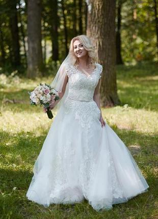 Весільна сукня у відмінному стані