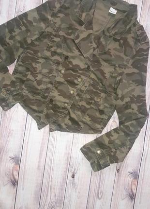 Куртка /ветровка камуфляжная хаки gina tricot
