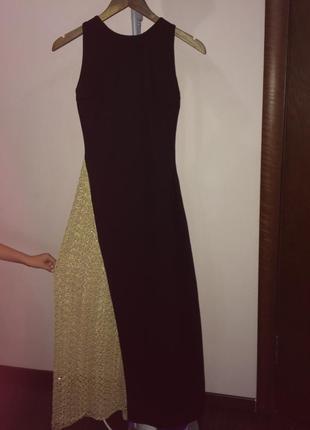 Вечернее платье в пол с очень сенсуальным разрезом от талии