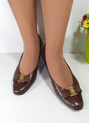 Коричневые кожаные туфли на маленьком каблуке5 фото