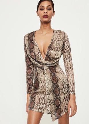 Платье-футляр с запахом в змеиный принт misguided!