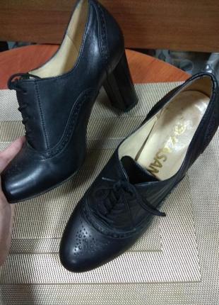 Кожаные туфли шнуровка на каблуке