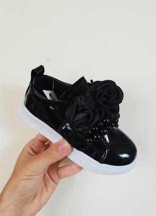 Чёрные лаковые кеды кроссовки слипоны