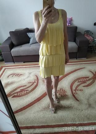 Желтое платье с воланами, пляжное платье