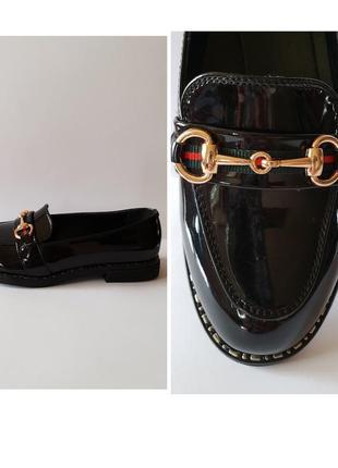 Школьные лаковые туфли мокасины