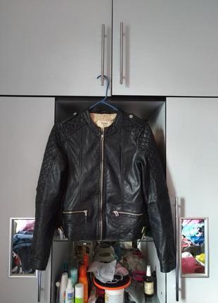 Кожаная куртка pull&bear