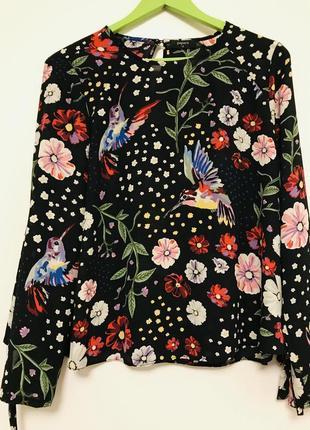 Расклешенная блуза с райскими птицами papaya.