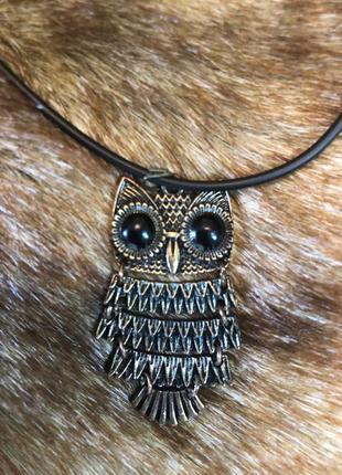 Бронзовый кулончик сова с черным глазами на шнурке. чокер сова