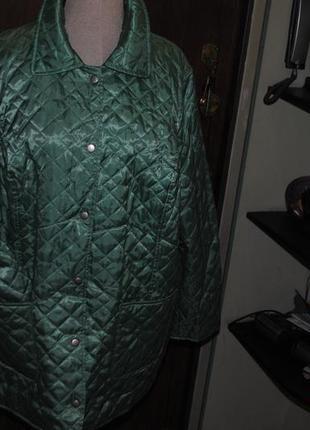 Стеганная легкая курточка' фирменная.классная