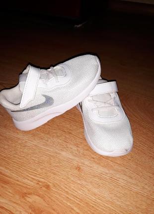 Новые кроссовки, 25 рр