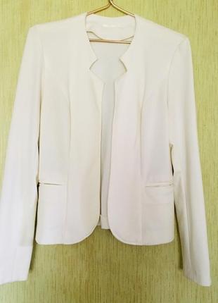 Белый стильный жакет/пиджак с вырезами