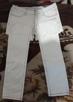 Класични білі джинси