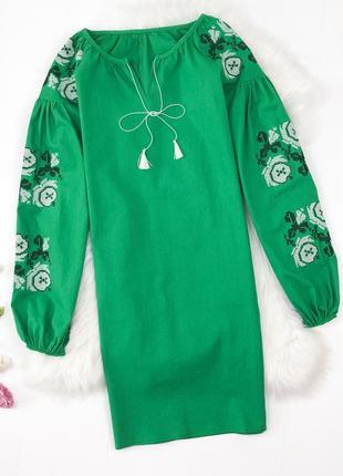 Яркое льняное платье вышиванка зеленое фиолетовое