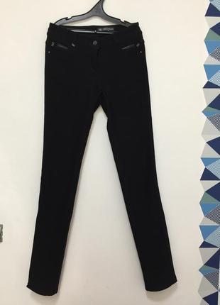 Чёрные штаны в обтяжку