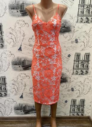 Очень красивое кружевное платье миди от missguided