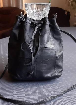 Кожаная черная сумка мешок на длинном ремешке фирмы  body bag