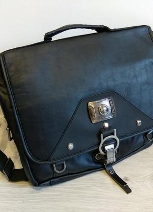 Стильная и практичная мужская сумка через плечо.
