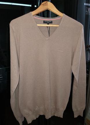 Свитер пуловер от известно дизайнерского бренда