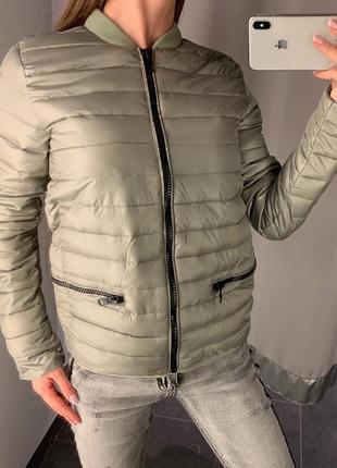 Оливковая демисезонная куртка бомбер amisu есть размеры