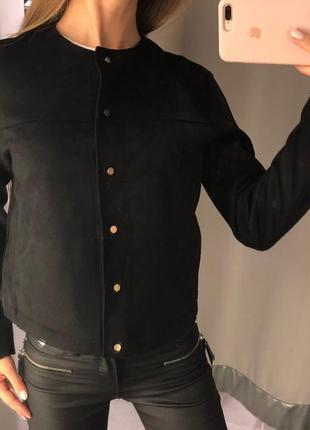 Чёрная куртка бомбер под замш amisu размер хл