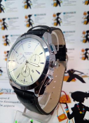 Мужские наручные часы victorinox с датой на ремешке