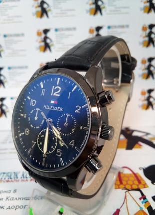 Мужские наручные часы hilfiger с датой на ремешке