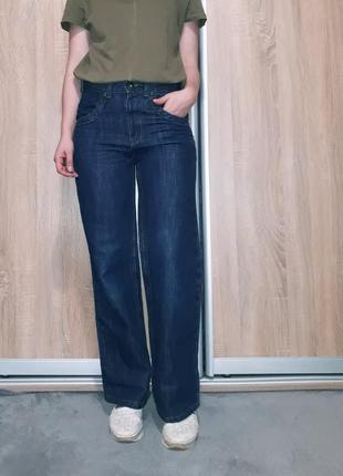 Тренд! широкие джинсы-бойфренд, клеш от бедра темно-синего цвета с большими карманами