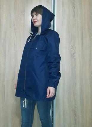 Стильный плотный плащ-ветровка-дождевик с капюшоном прямого кроя hugogek