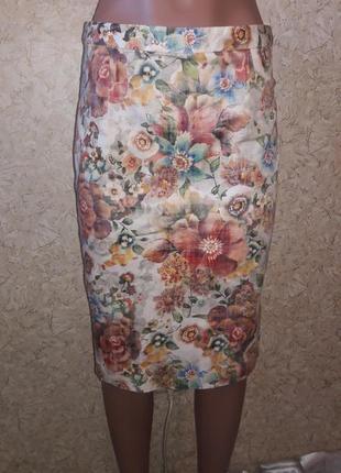 Стильная юбка-карандаш с нежными цветами