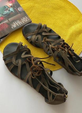 Стильные кожаные босоножки гладиаторы рр 39-40