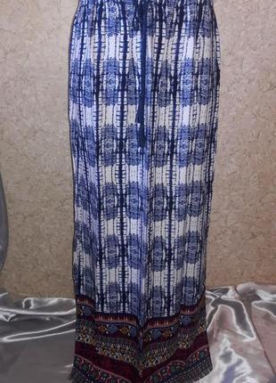 Легкая юбка с купоном внизу и 2-я разрезами