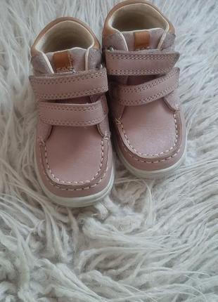 Кожанные ботинки 4.5р clarks цвет пудра